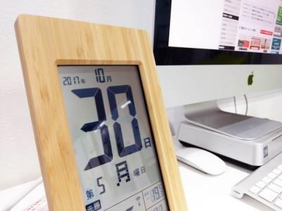 お客様から竹の電波時計を頂きました
