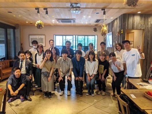 福岡のホームページ制作会社メディアクロススタッフ集合写真